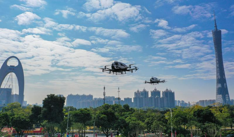 2 EHang AAVs performed simultaneous flight demonstrate sightseeing application scenario in urban air in Guangzhou